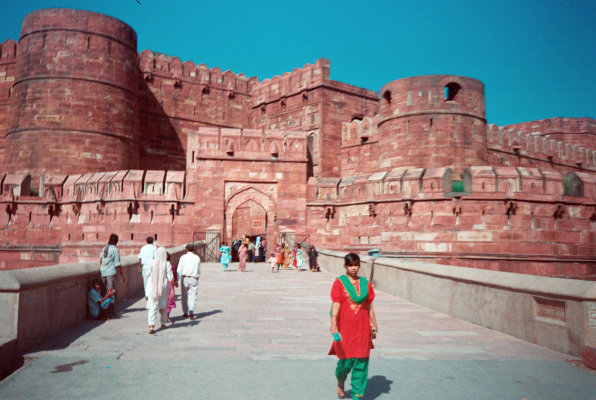 india-red-fort-agra-near-taj-mahal_1