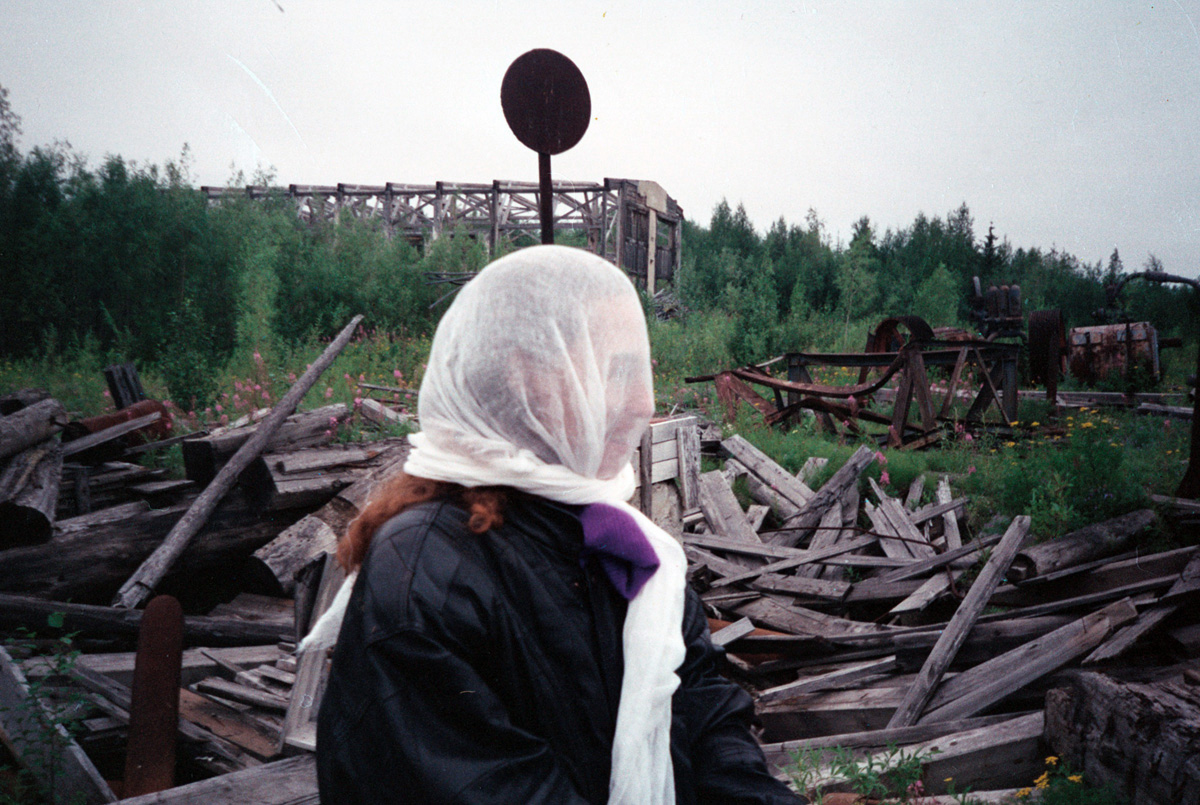 russia-woman-in-mossie-mask-on-way-to-gulag_0